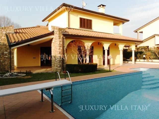 Дом в Милане, Италия, 475 м2 - фото 1
