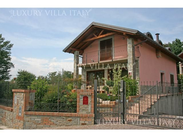 Дом у озера Маджоре, Италия, 306 м2 - фото 1