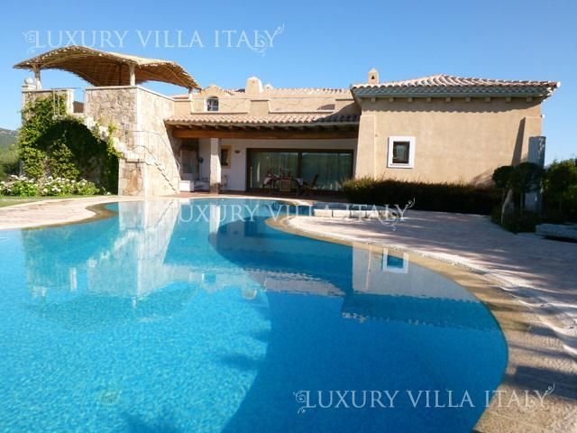 Buy a house in Porto Cervo, near the sea
