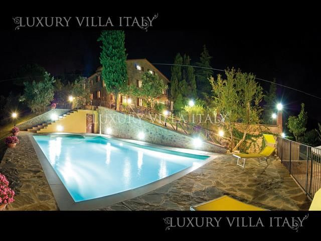 Дом в Ареццо, Италия, 140000 м2 - фото 1