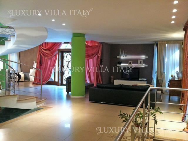 Дом в Тускании, Италия, 450 м2 - фото 1