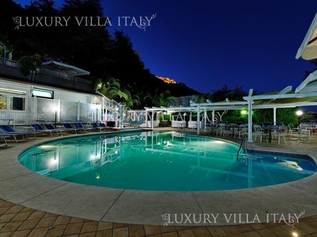 Дом в Салерно, Италия, 6000 м2 - фото 1