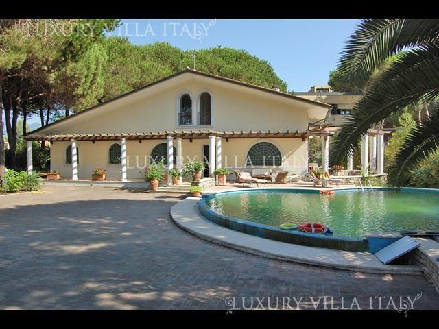 Дом в Форте деи Марми, Италия, 320 м2 - фото 1