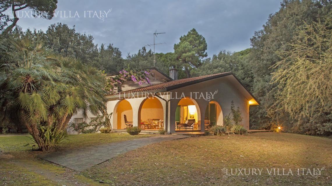 Дом в Марина ди Пьетрасанта, Италия, 10000 м2 - фото 1