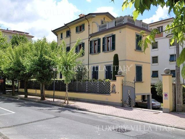 Дом в Лукке, Италия, 600 м2 - фото 1