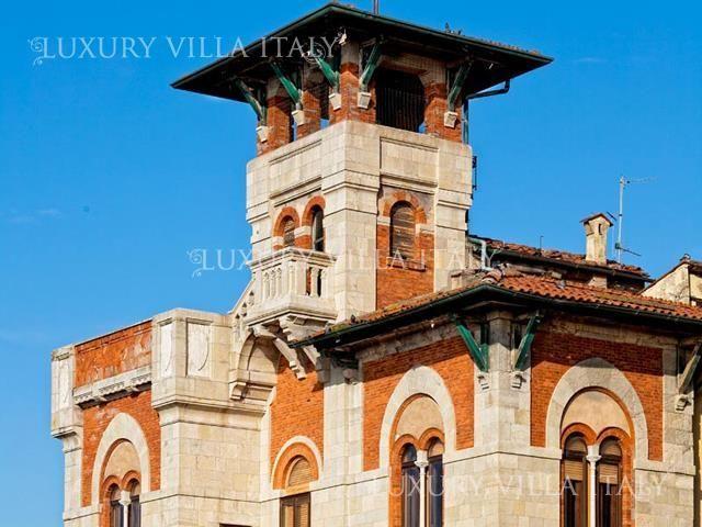 Дом в Виареджо, Италия, 850 м2 - фото 1
