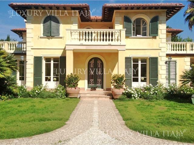 Дом в Форте деи Марми, Италия, 600 м2 - фото 1