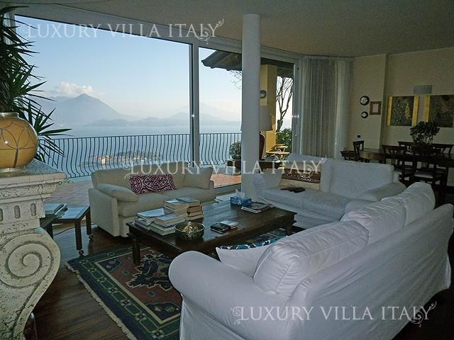 Дом у озера Маджоре, Италия, 1500 м2 - фото 1