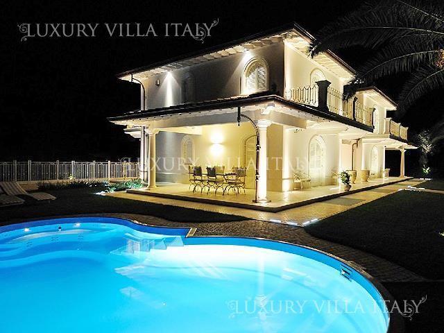 Дом в Форте деи Марми, Италия, 500 м2 - фото 1