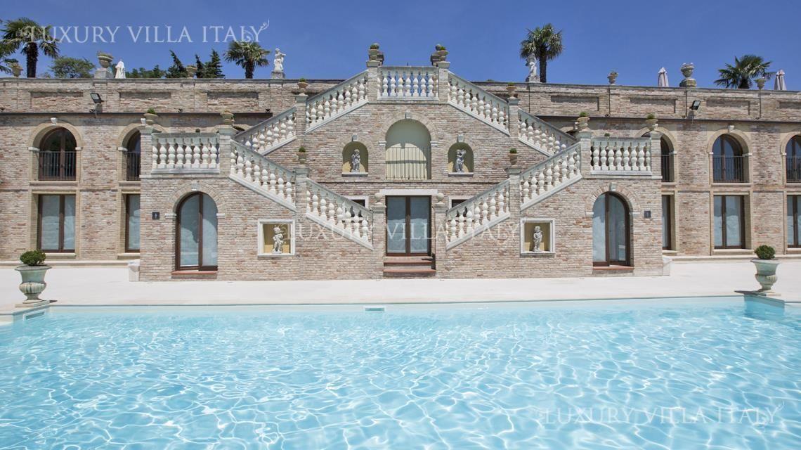 Дом в Пезаро, Италия, 3350 м2 - фото 1