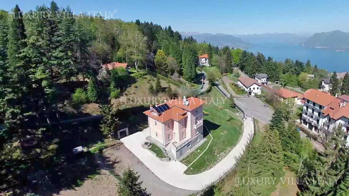 Дом у озера Маджоре, Италия, 4000 м2 - фото 1