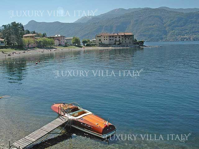 Дом у озера Комо, Италия, 450 м2 - фото 1