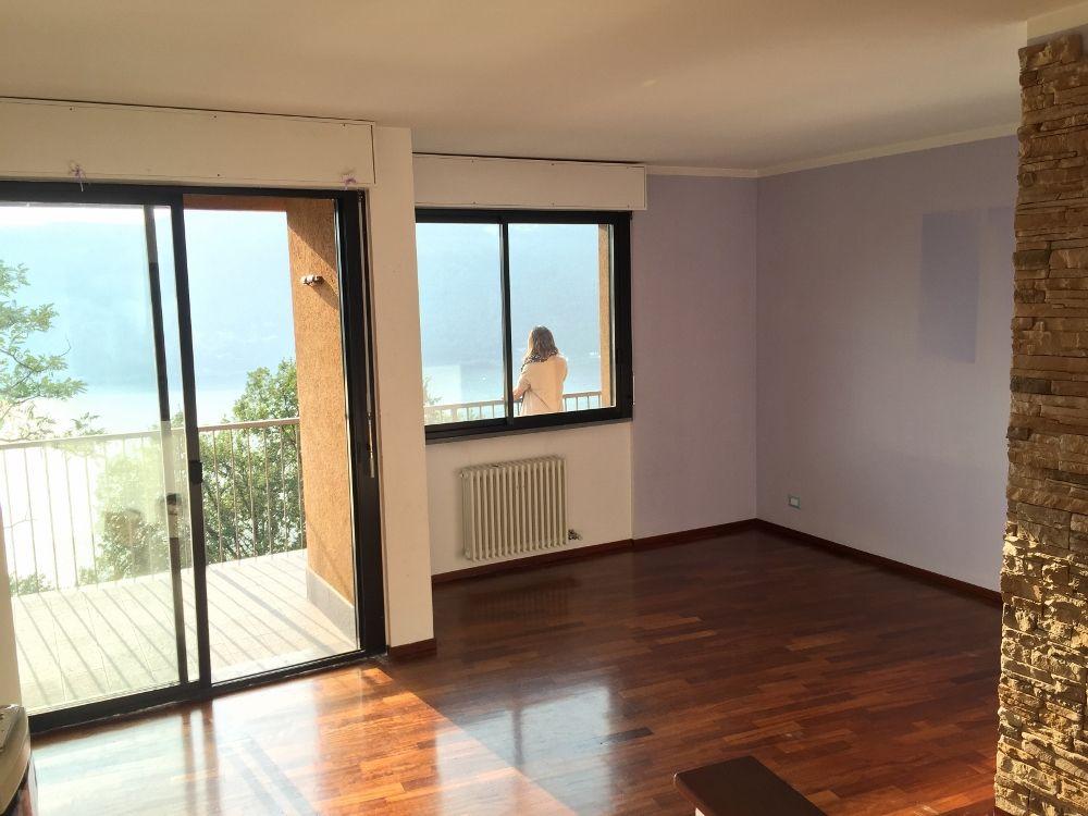 Квартира в Кампионе-д'Италия, Италия, 90 м2 - фото 1