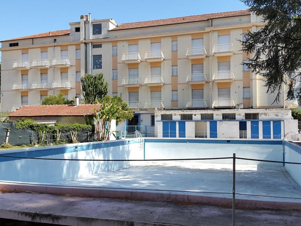 Отель, гостиница в Диано-Марина, Италия, 3327 м2 - фото 1