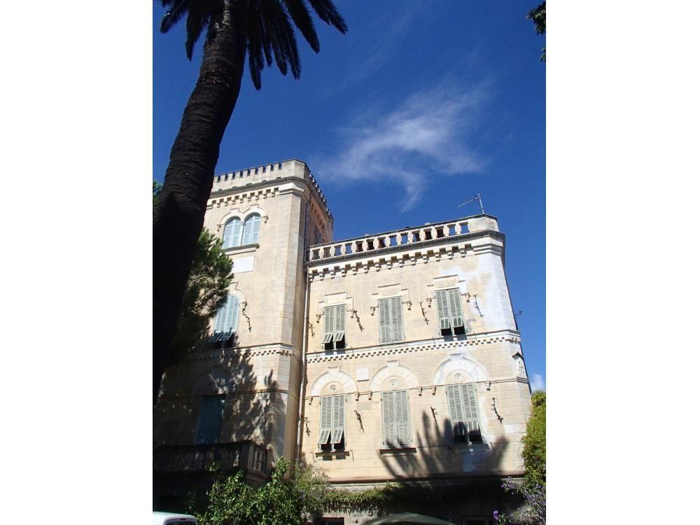 Коммерческая недвижимость в Сан-Ремо, Италия, 850 м2 - фото 1