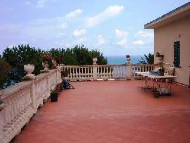Коммерческая недвижимость в Сан-Ремо, Италия, 375 м2 - фото 1