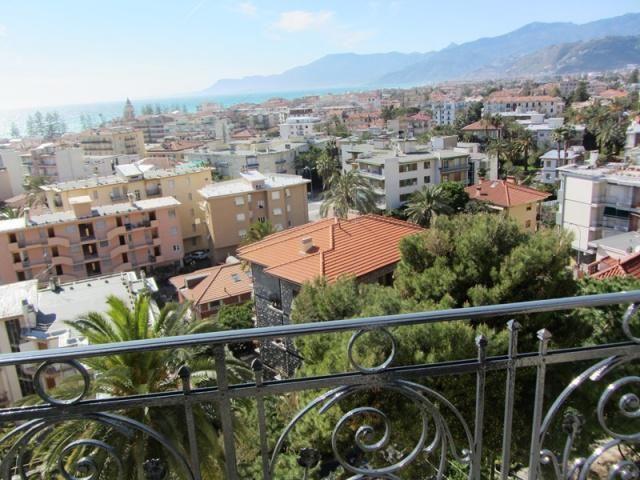Апартаменты в Бордигере, Италия, 119 м2 - фото 1