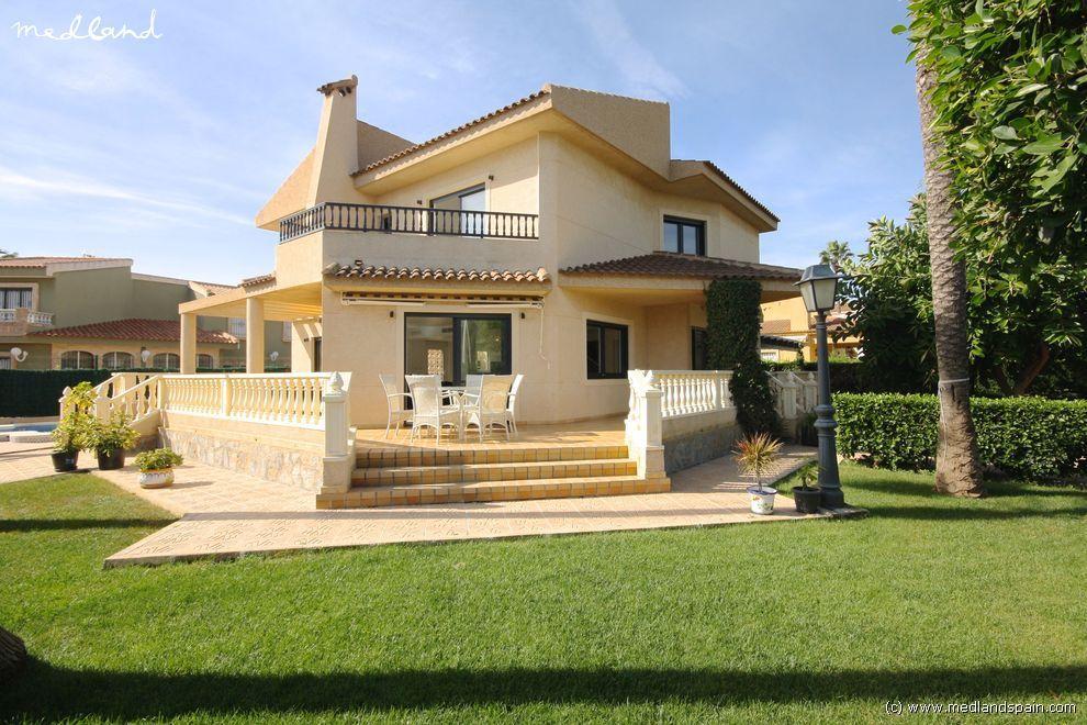 Вилла в Торревьехе, Испания, 684 м2 - фото 1
