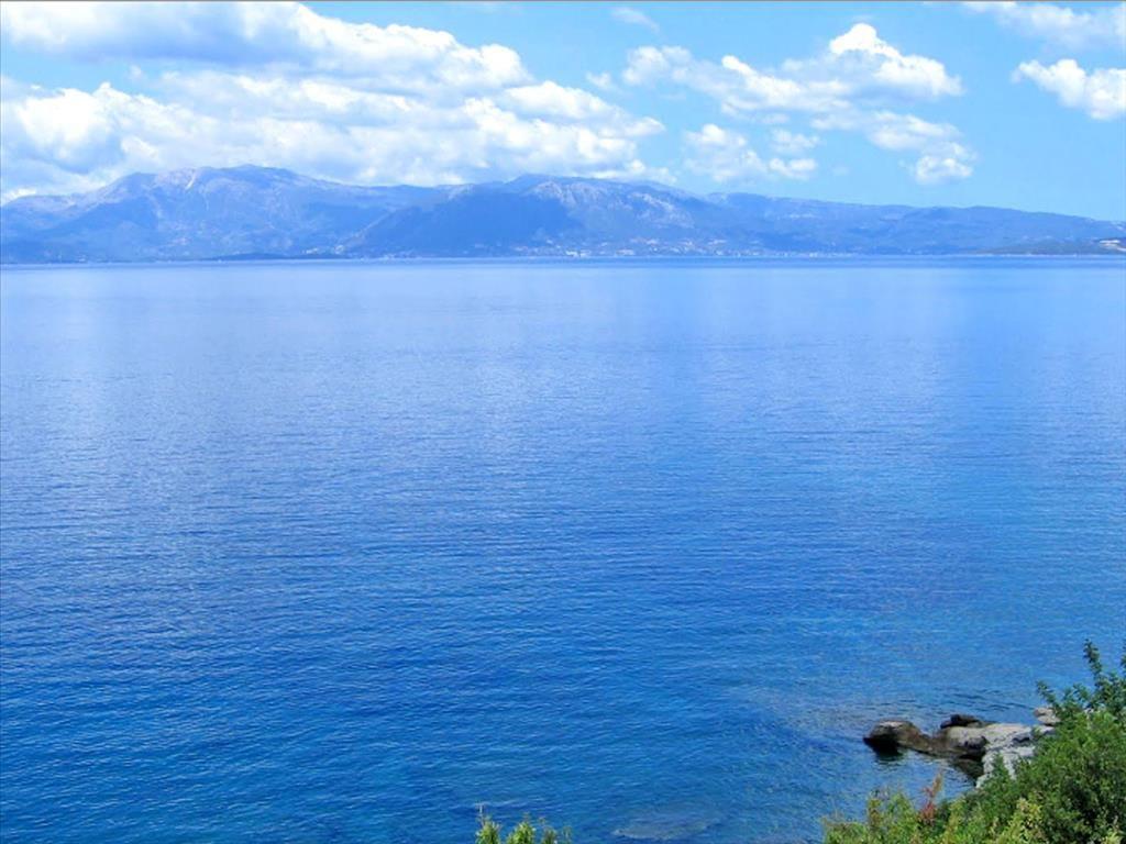 Земля в Лутраки, Греция, 1800 м2 - фото 1