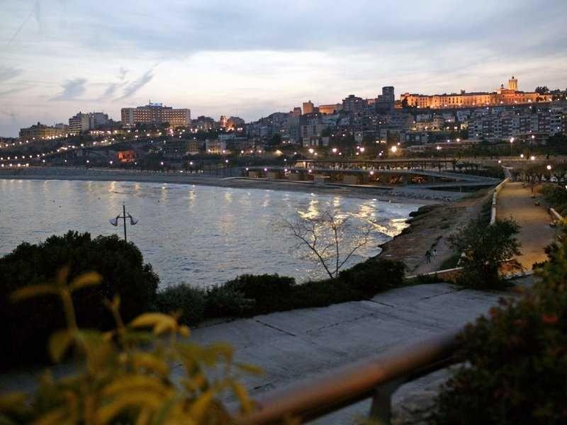 Отель, гостиница на Коста-Дорада, Испания, 2060 м2 - фото 1