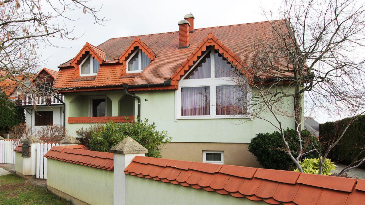 Дом в Хевизе, Венгрия, 330 м2 - фото 1