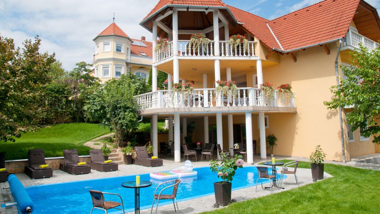 Коммерческая недвижимость в Хевизе, Венгрия, 360 м2 - фото 1
