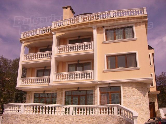 Дом в Варне, Болгария, 1300 м2 - фото 1