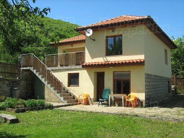 Дома в селе болгария