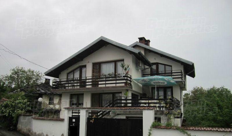Дом в Ловече, Болгария, 1600 м2 - фото 1