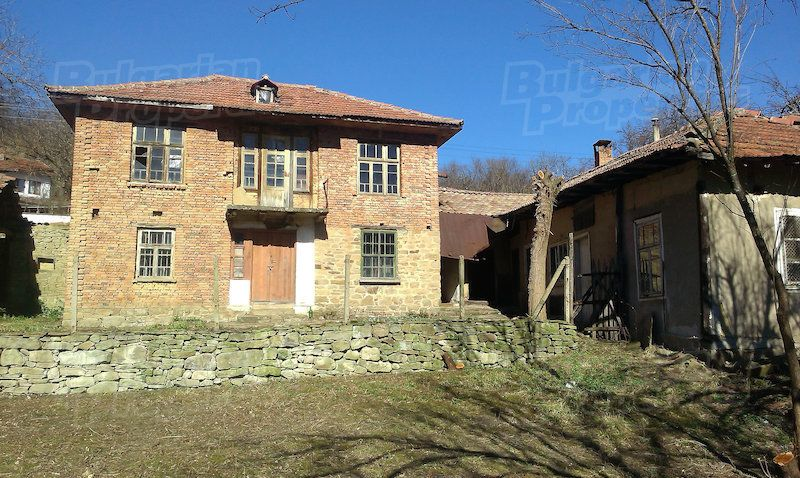 Дом в Велико Тырново, Болгария, 2570 м2 - фото 1