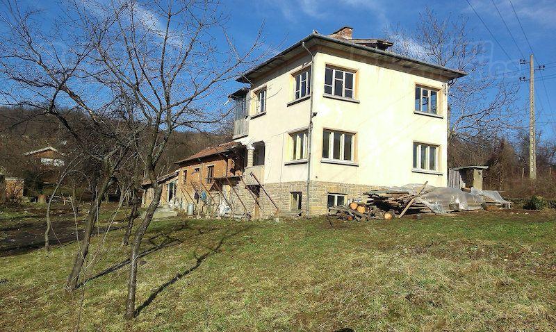 Дом в Велико Тырново, Болгария, 1750 м2 - фото 1