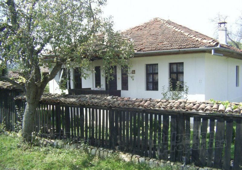 Дом в Велико Тырново, Болгария, 2500 м2 - фото 1
