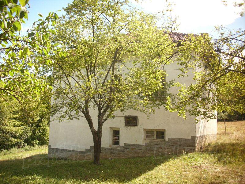 Дом в Ловече, Болгария, 1635 м2 - фото 1