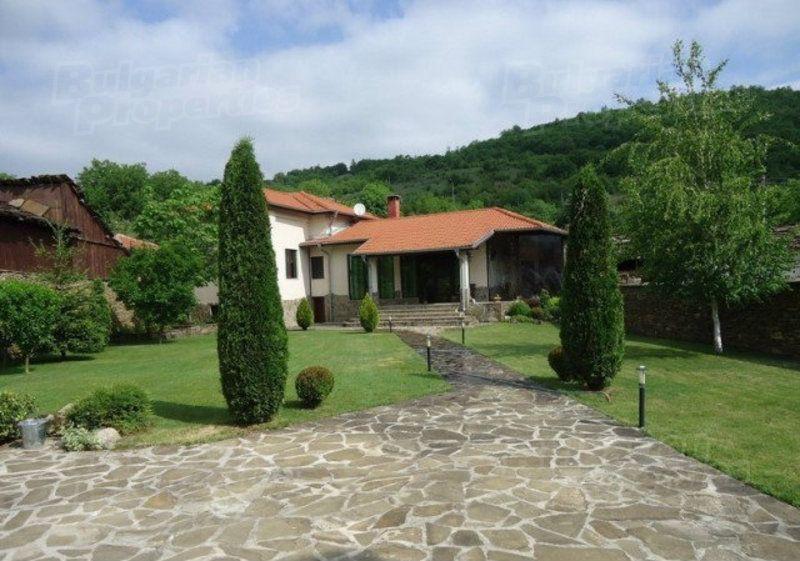 Дом в Ловече, Болгария, 820 м2 - фото 1