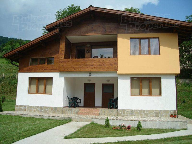 Дом в Ловече, Болгария, 1300 м2 - фото 1