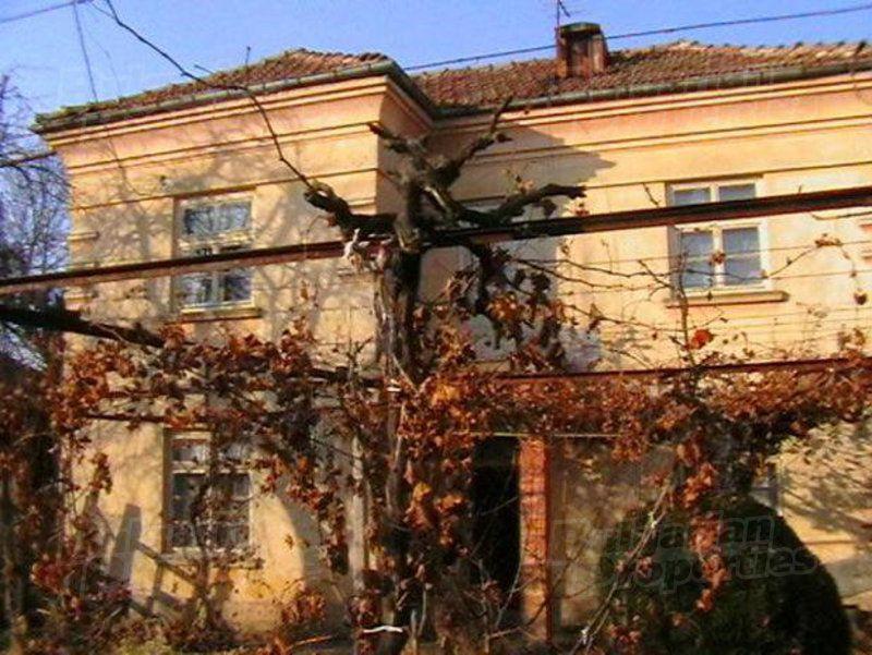 Дом в Ловече, Болгария, 1800 м2 - фото 1