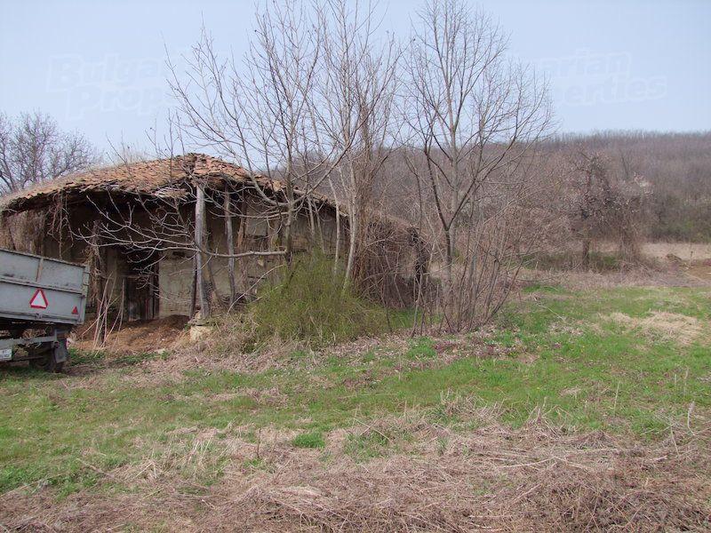 Земля в Велико Тырново, Болгария, 3700 м2 - фото 1