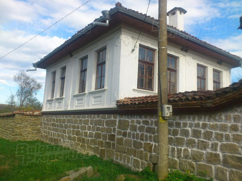 Дом в Велико Тырново, Болгария, 1400 м2 - фото 1