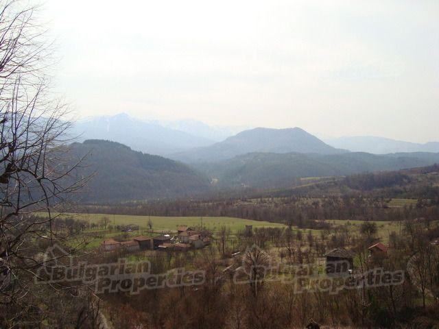 Земля в Ловече, Болгария, 8123 м2 - фото 1