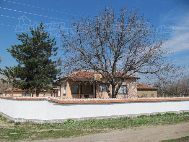 Дом в Пловдиве, Болгария, 2750 м2 - фото 1