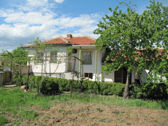 Дом в Пловдиве, Болгария, 1930 м2 - фото 1