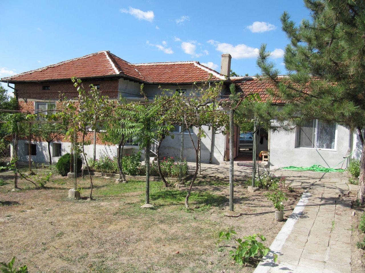 Дом в Пловдиве, Болгария, 1447 м2 - фото 1