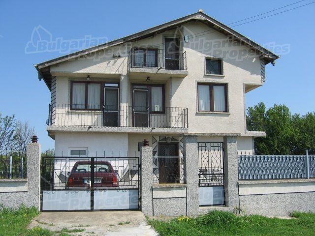 Дом в Ямболе, Болгария, 1620 м2 - фото 1
