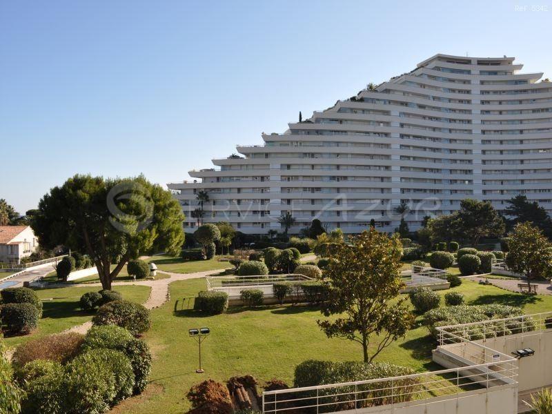 Апартаменты в Сен-Поль-де-Ванс, Франция, 80 м2 - фото 1