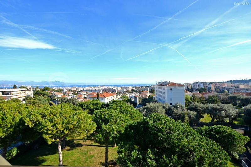 Апартаменты в Жуан-ле-Пэн, Франция, 100 м2 - фото 1