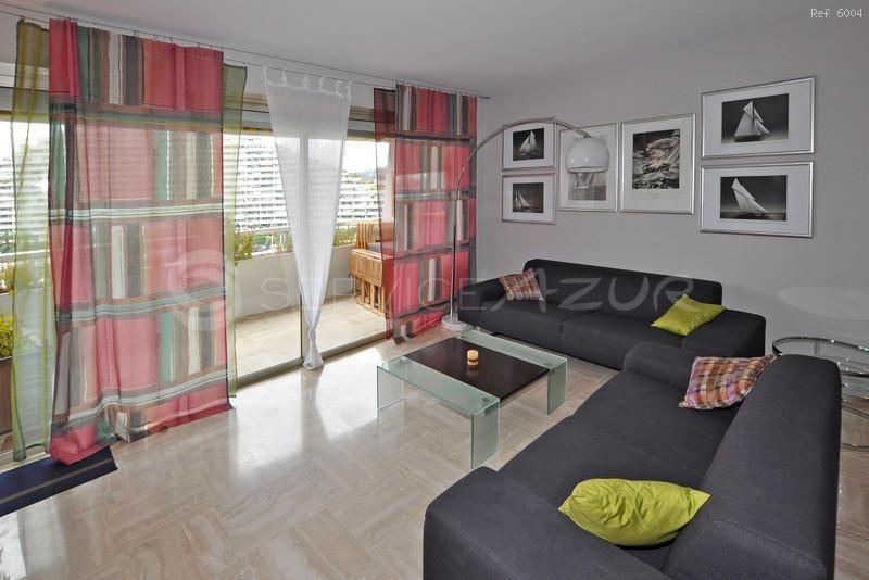 Апартаменты в Сен-Поль-де-Ванс, Франция, 100 м2 - фото 1