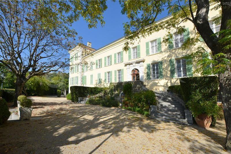 Вилла в Сен-Поль-де-Ванс, Франция, 1700 м2 - фото 1
