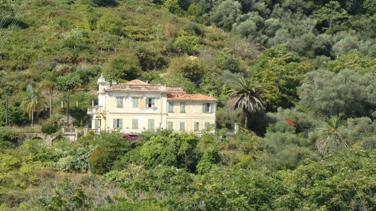 Вилла в Бордигере, Италия, 400 м2 - фото 1
