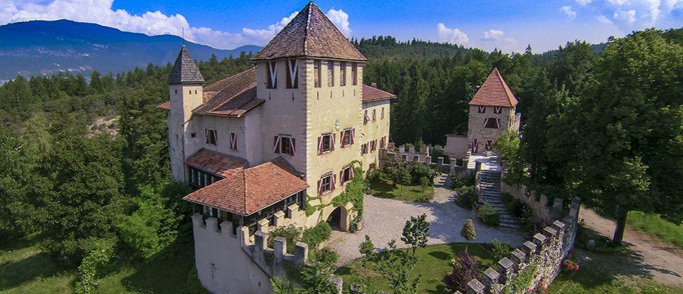 Замок в Трентино - Альто-Адидже, Италия - фото 1