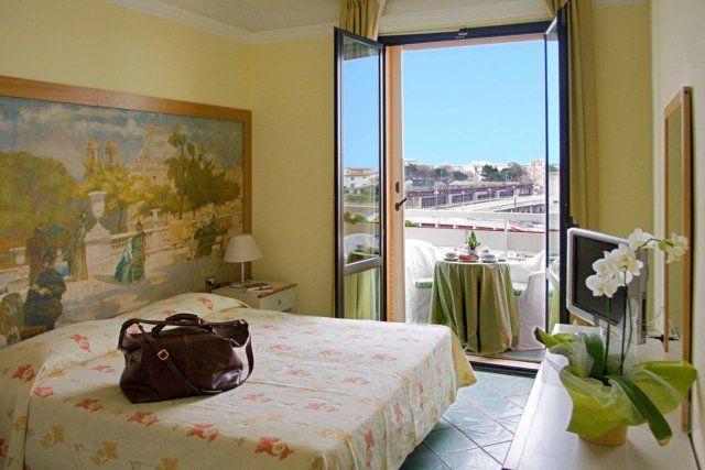 Отель, гостиница в Гроссето, Италия, 5200 м2 - фото 1